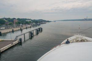 MS Europa verlässt den Hafen von Kiel
