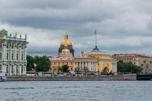 Sankt Petersburg - Die Newa mit Isaakskathedrale