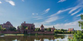 Der Fluss Nogat mit der Marienburg