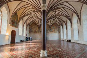 Gotischer Saal in der Marienburg mit Zentralsäule