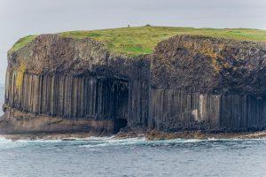 Basaltsäulen an der Küste der Insel Staffa