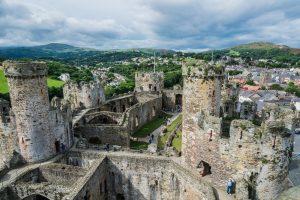 Blick auf die Türme von Conwy Castle in Wales