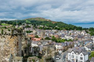 Der Ort Cowny in Wales vom Cowny Castle aus