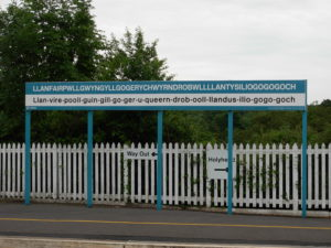 Llanfair PG railway station sign -Der längste Ortsnamen Europas