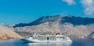 MS Europa vor der Insel Symi