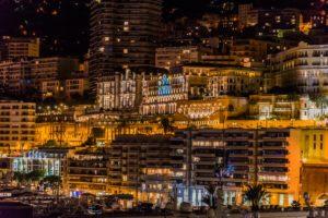 Blick auf Monte Carlo bei Nacht