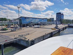 MS Ocean Majesty beim Ablegen in Kiel