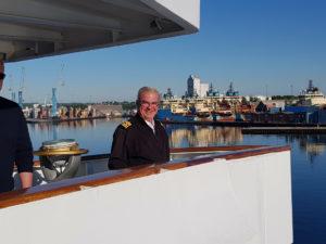 Kapitän Jannis Papangelis auf MS Ocean Majesty