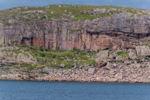 Schroffe Felseküsten erinnern in Nordnorwegen an die Eiszeit