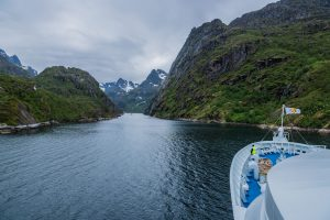 Einfahrt in den Fjord auf den Lofoten