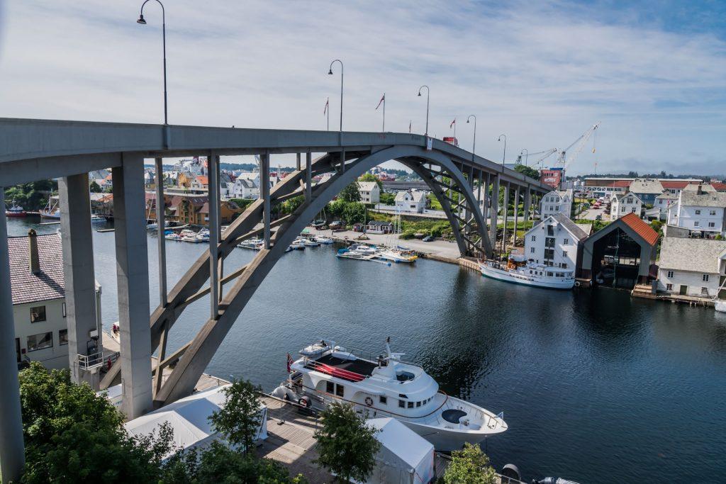 Die Karmsundbrücke in Haugesund