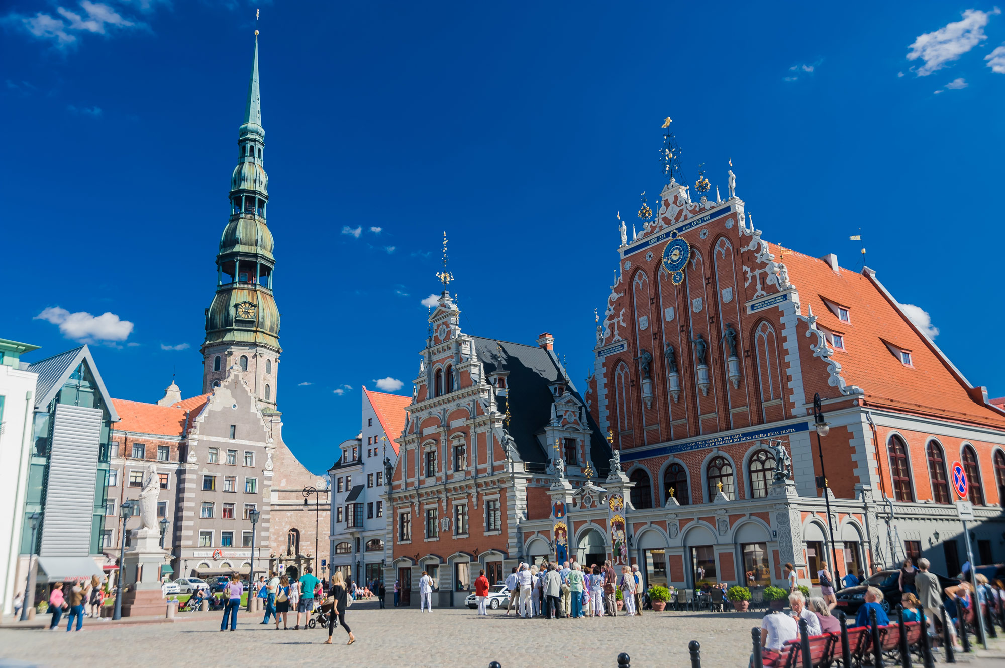 Das Schwarzhäupterhaus und die Petrikirche in Riga