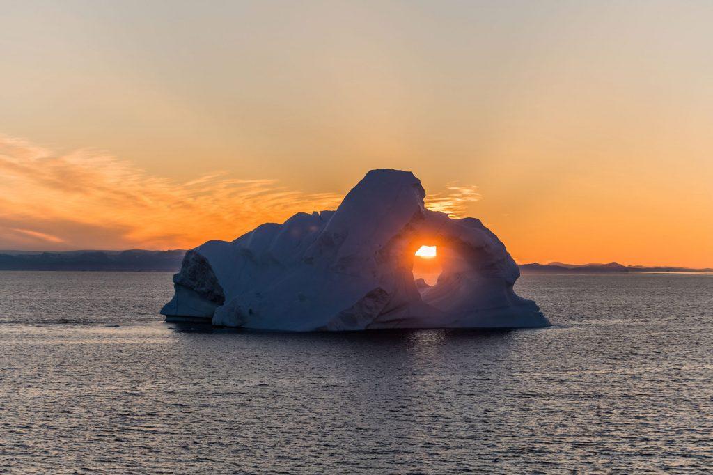 Eisberg bei Sonnenuntergang in der Diskobucht
