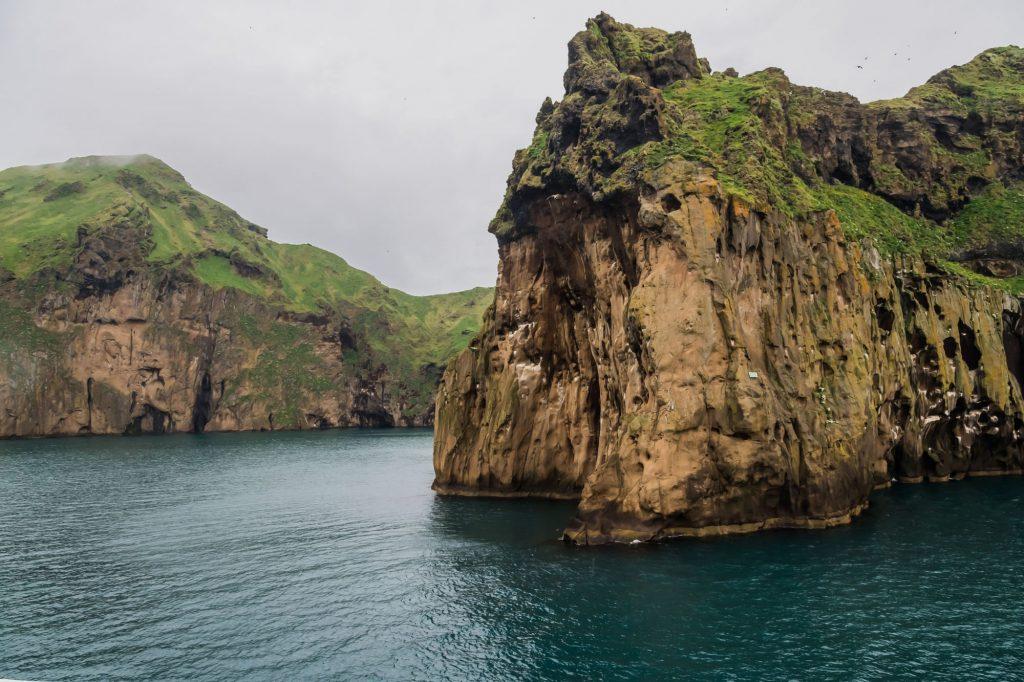 Hafeneinfahrt auf der Insel Heimaey