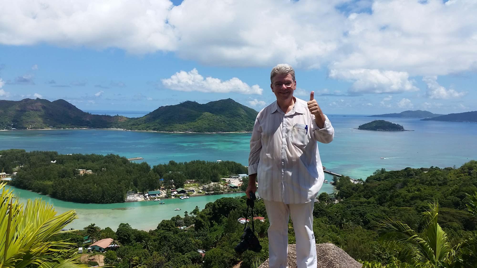 Peter Jurgilewitsch auf dem Ausischtspunkt Fond Ferdinand/Praslin, Seychellen