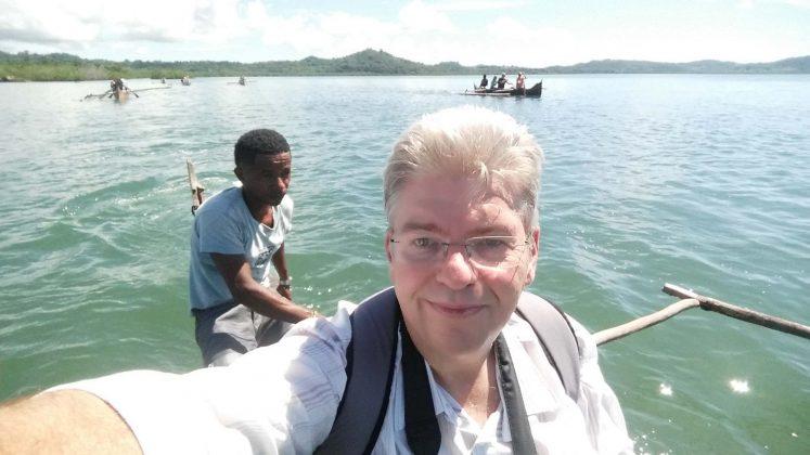 Peter Jurgilewitsch in einem Auslegerboot vor der Küste Madagaskars