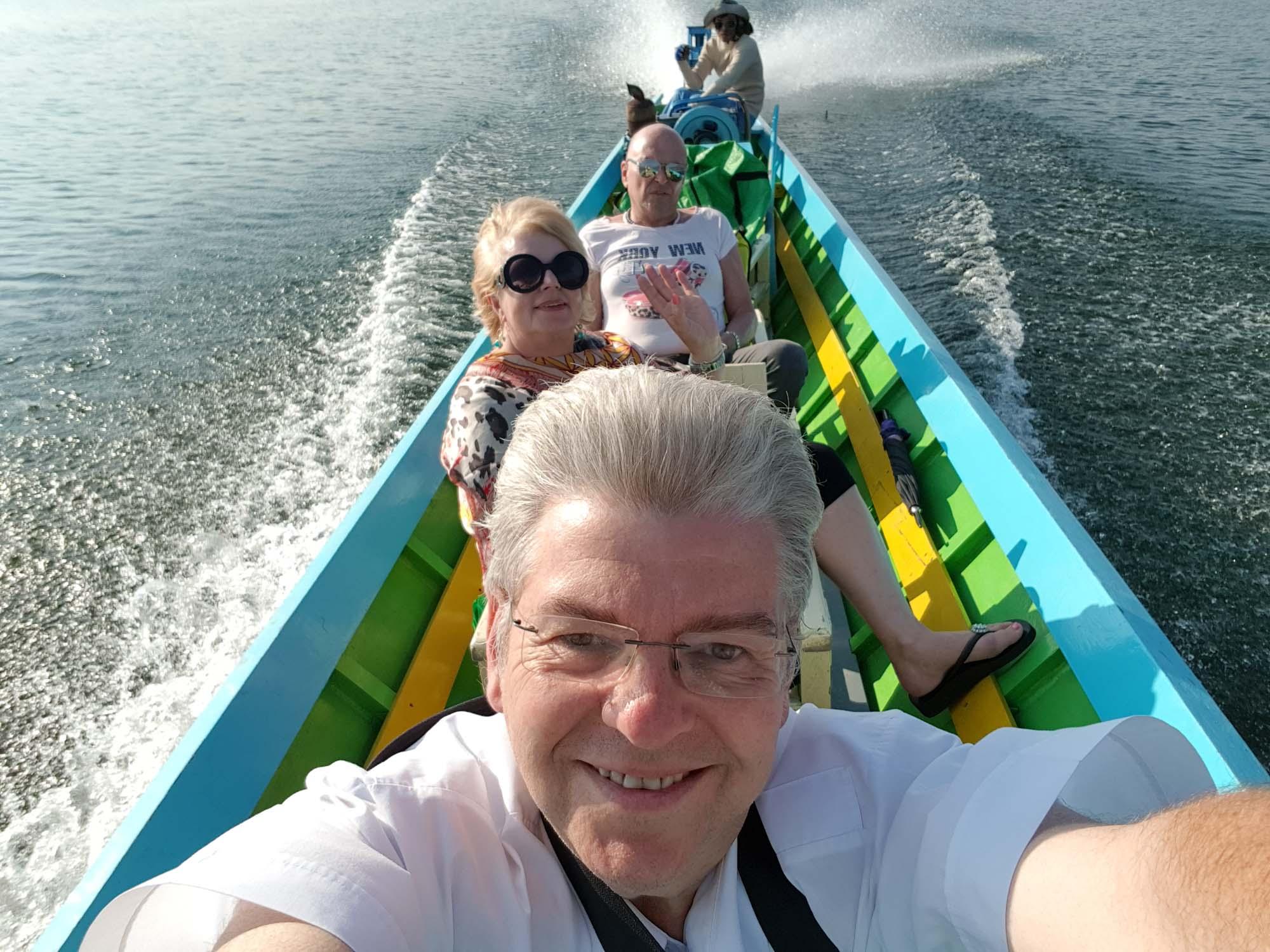 Peter Jurgilewitsch in einem Auslegerboot auf dem Inlesee in Myanmar