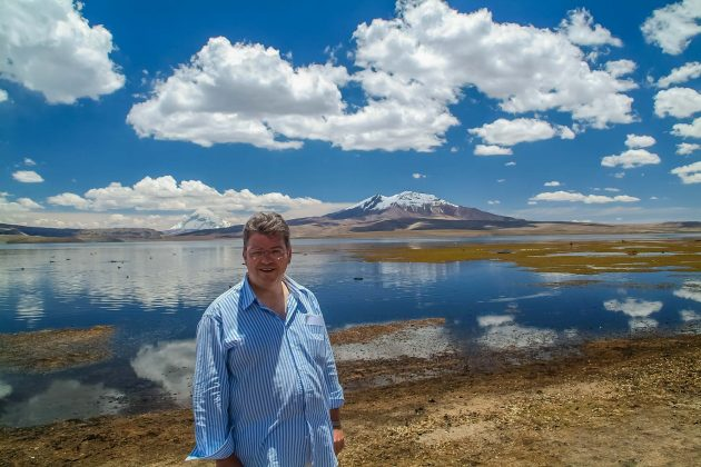 Peter Jurgilewitsch vor dem Lago Chungara im Lauca Nationalpark/Chile