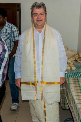 Peter Jurgilewitschin traditioneller Tempeltracht in Cochin/Indien