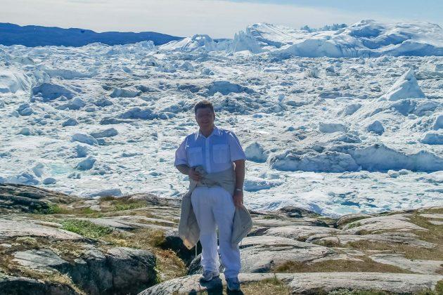 Peter Jurgilewitsch vor dem Eisfjord auf Grönland