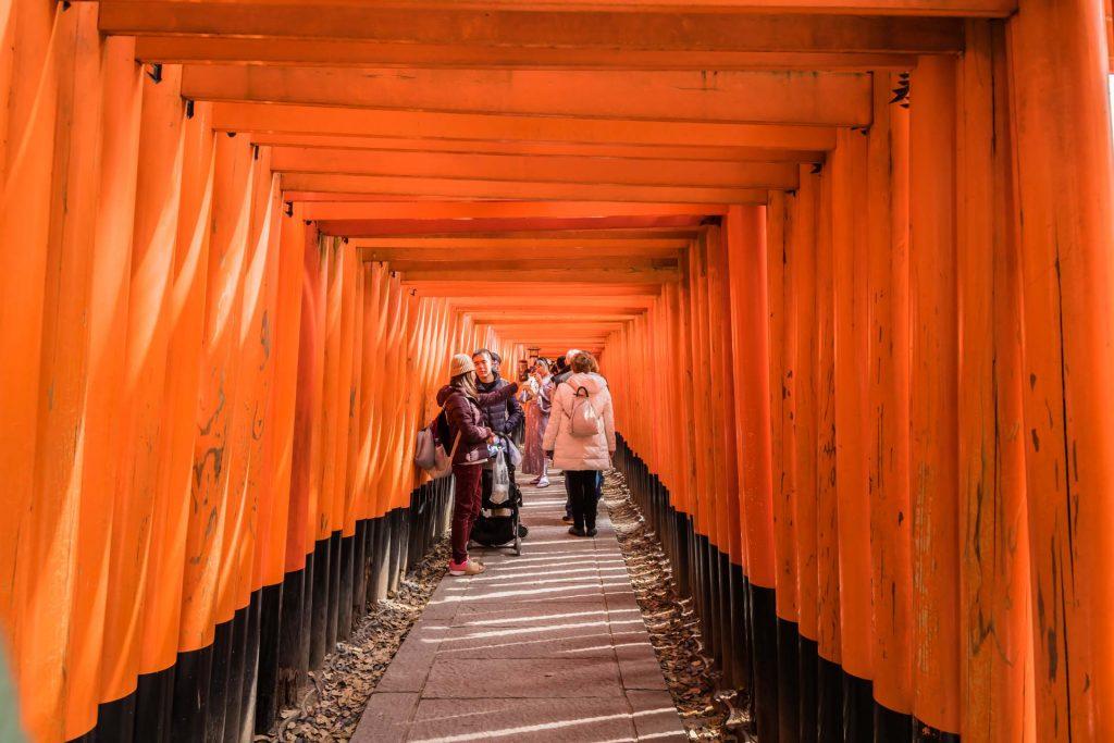 Torii-Weg im Fushimi Inari-Tempel in Kyoto