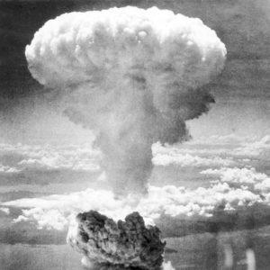 Atombombe expodiert über Hiroshima