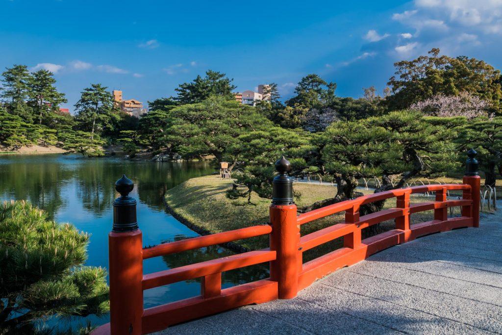 Brücke im Ritusrin Park auf Shikoku