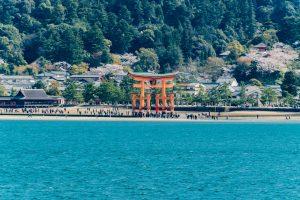 Torii des Itsukushima-Schreins auf Miyajima