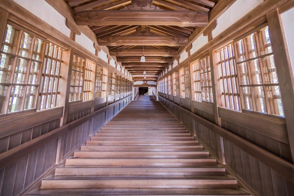 Holztreppe im Eihei-ji
