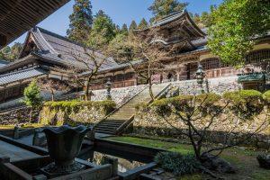 Der Eihei-ji liegt in den Berghängen