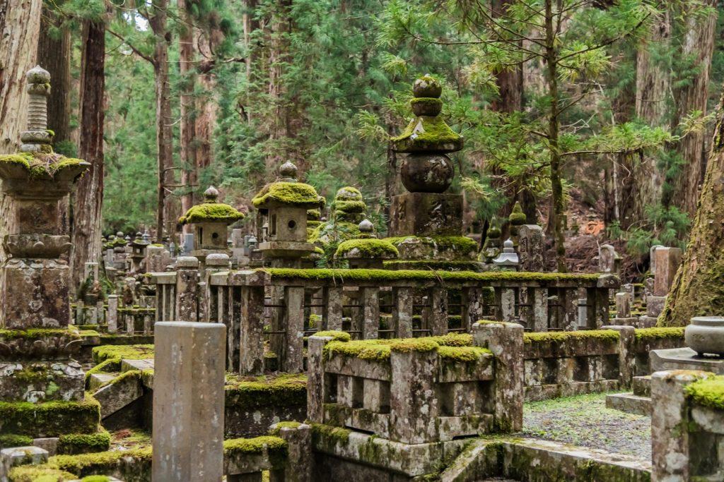 Grabmäler auf dem Friedhof Oku-no Mount Koya