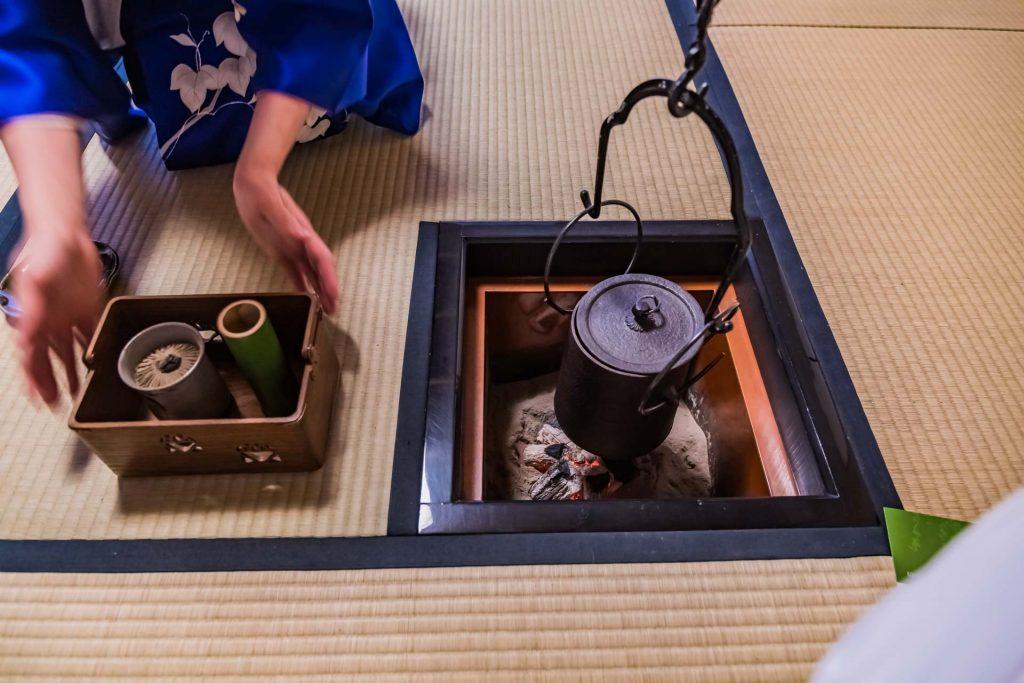 Vorbereitung der Teezeremonie in Japan