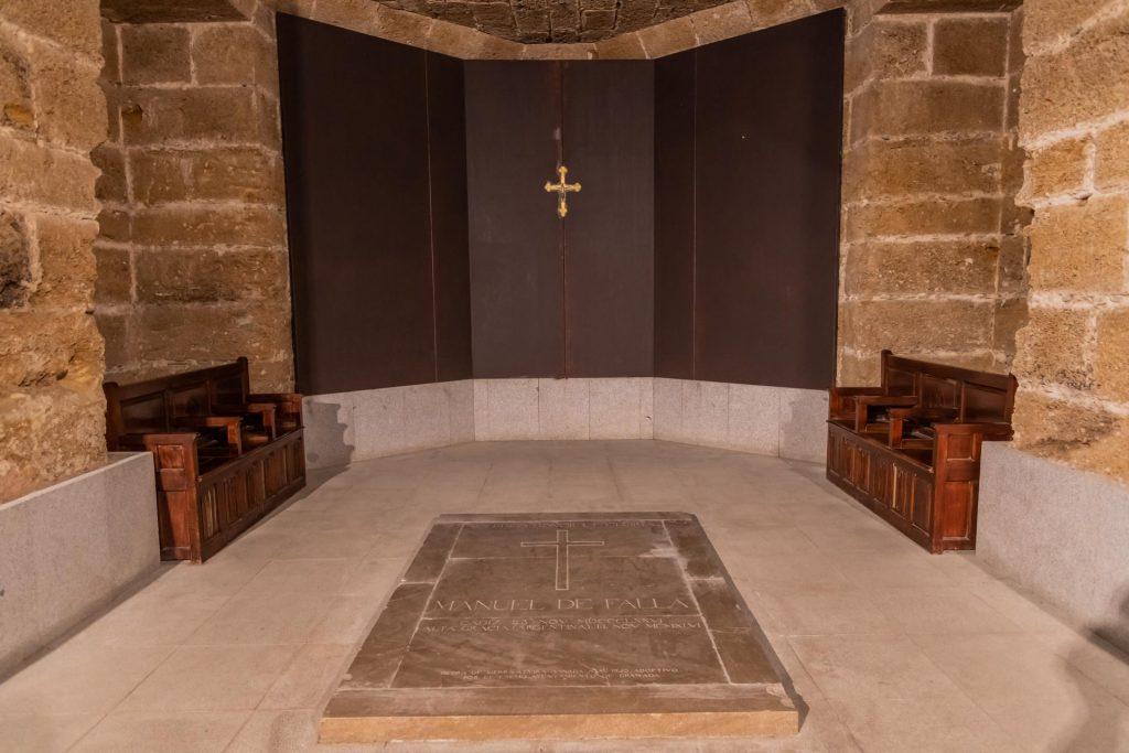 Grab von Manuel de Falla in der Kathedrale von Cadiz