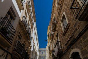Gasse in der Altstadt von Cadiz