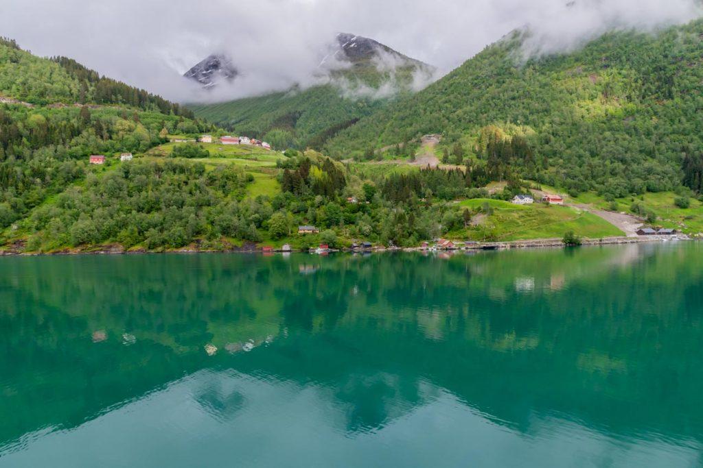 Typisches Fjordufer im Sognefjord