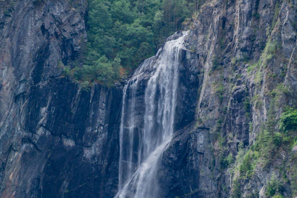 Wasserfall im Sognefjord