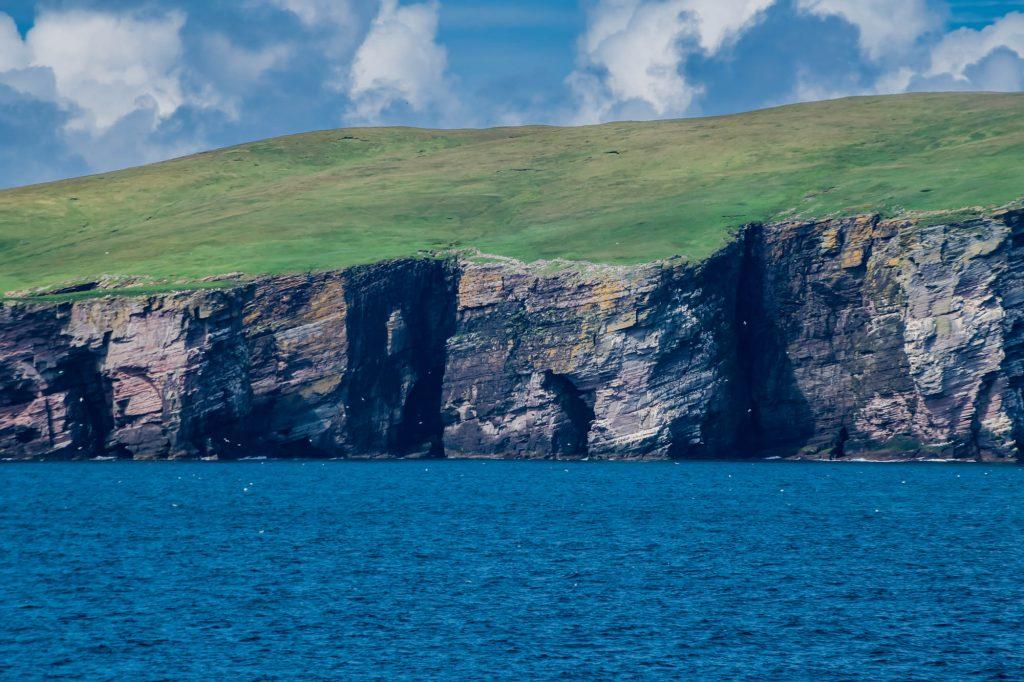 Grüne Küste der Shetlandinseln