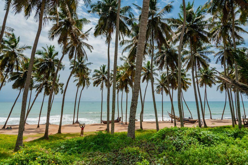 Die Goldküste Ghanas nahe von Fort São Jorge da Mina