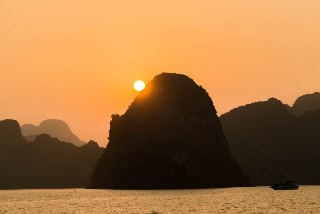 Sonnenuntergang Ha-Long-Bay