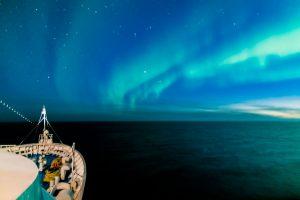 Polarlicht auf einem Schiff