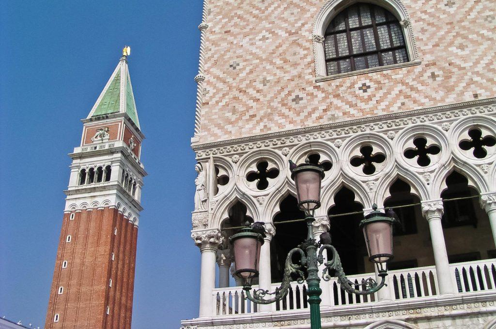 Campanile am Dogenpalast in Venedig