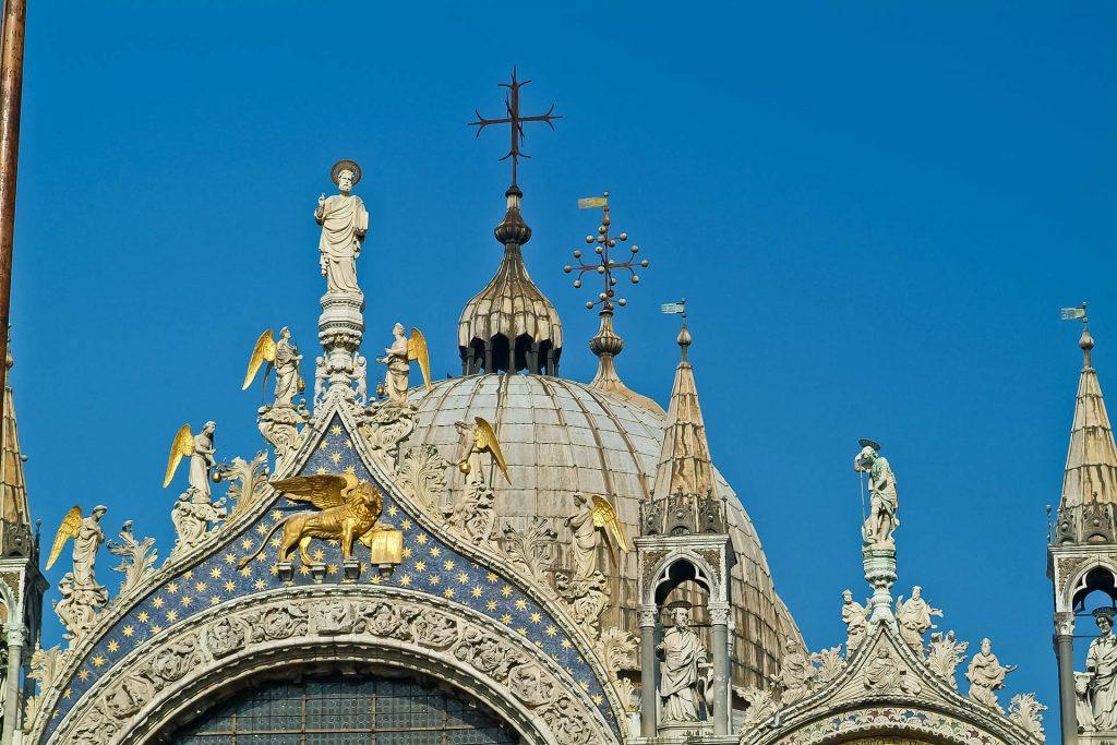 Kuppeln am Markusdom in Venedig