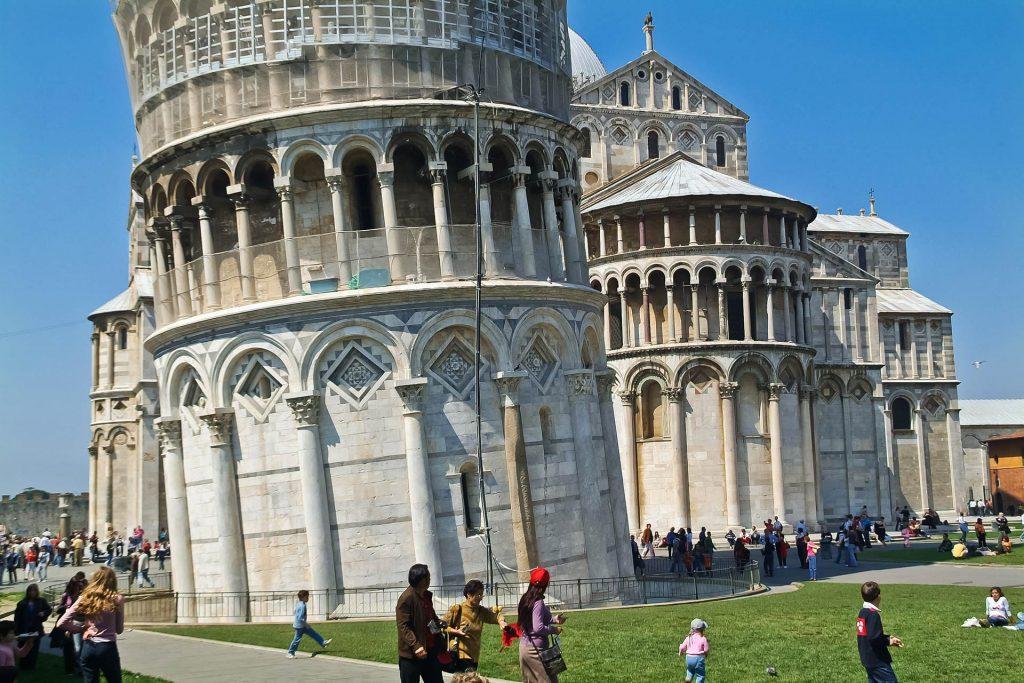 Schiefer Turm von Pisa und seine Basis