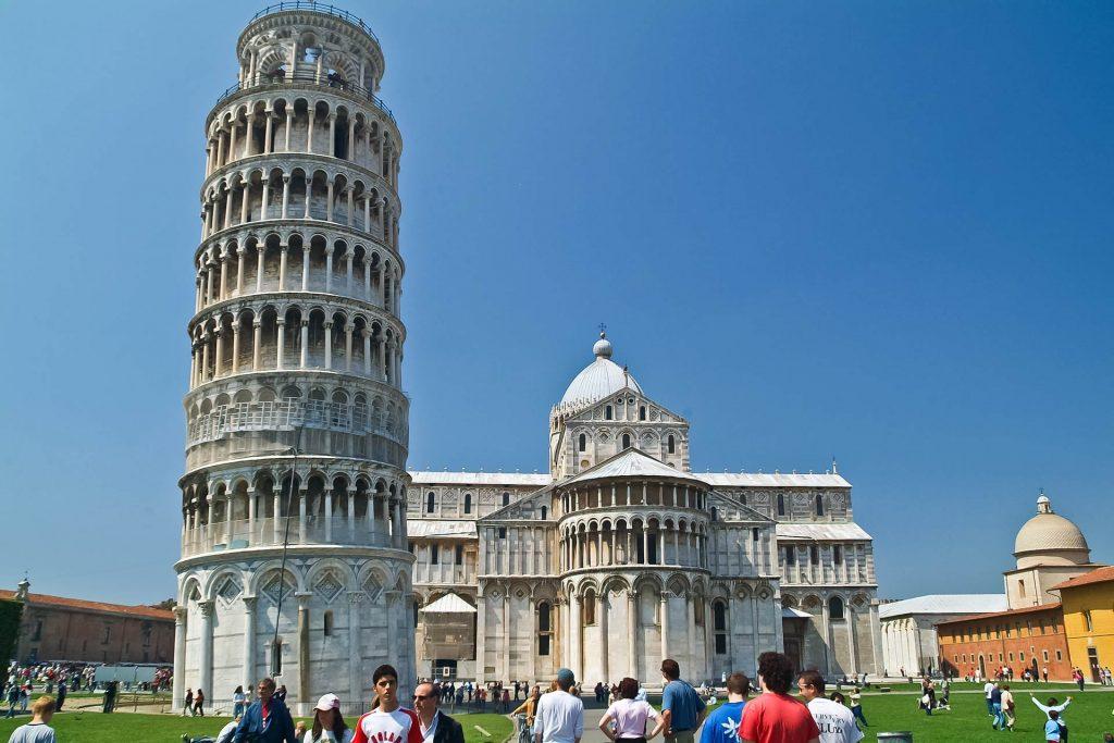Schiefer Turm von Pisa ist gerade!
