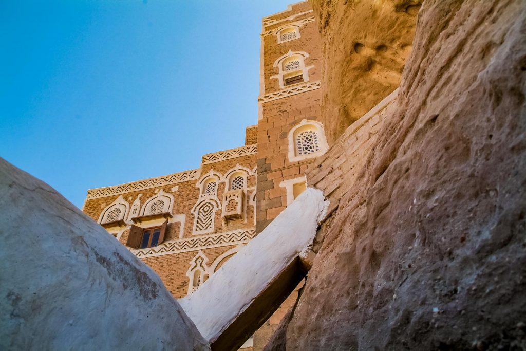 Der Felsenpalast Dar al-Hajar im Jemen