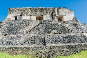 Rückseite der Pyramide El Castillo in Xunantunich
