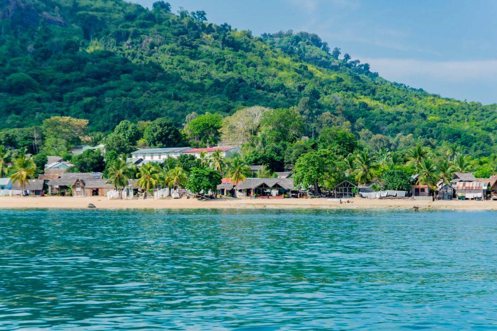 Die Küste der Insel Nosy Komba in Madagaskar