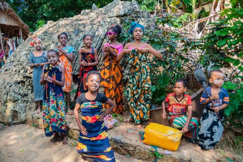 Einheimische Sängerinnen auf Nosy Komba