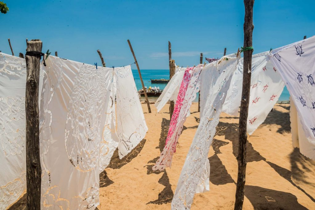 Tischdecken am Strand von Bosy Komba in Madagaskar