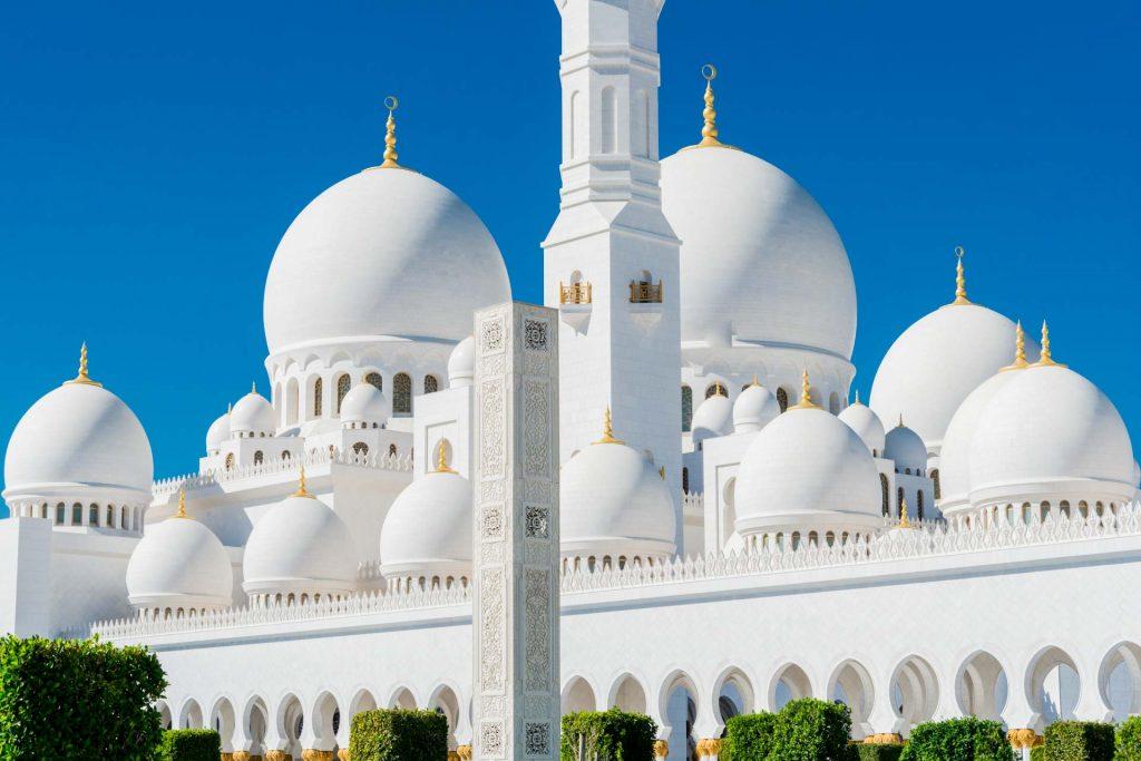 Wasserbecken in der Scheich-Zayid-Moschee in Abu Dhabi